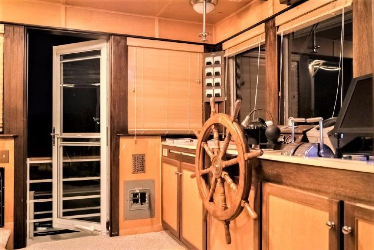 1982-79-ac-mcleod-custom-sternwheeler-house-barge