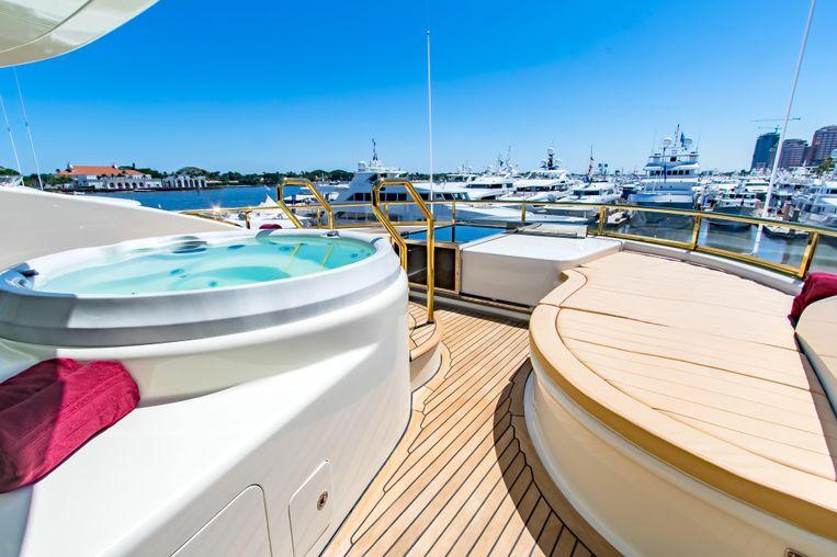2006-147-sensation-yachts-cabernet