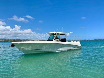 2017 35' 6'' Boston Whaler-350 Outrage Martinique, MQ