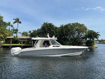 2020 35' Boston Whaler-350 Realm Palm Beach Gardens, FL, US