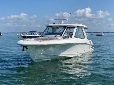 2020 38' Boston Whaler-380 Realm Venice, FL, US