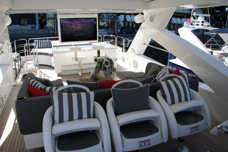 2011-88-2-sunseeker-88-yacht