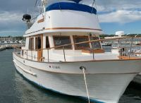1981 Present Yachts 38 Double cabin