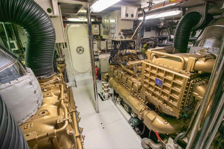 1994-118-azimut-tri-deck-raised-pilothouse