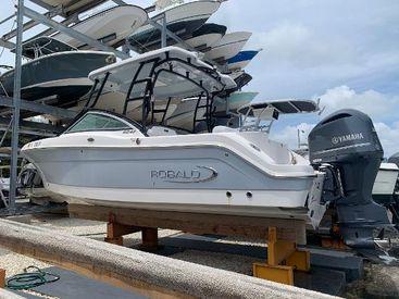 2019 24' Robalo-R247 Dual Console Miami, FL, US