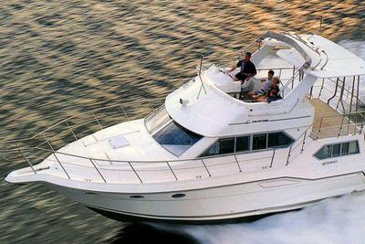 1991 Cruisers Yachts 3850