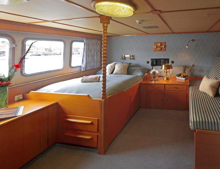 1982-175-6-superyacht-displacement-twin-screw
