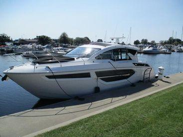 2018 42' Cruisers Yachts-42 Cantius Manistee, MI, US