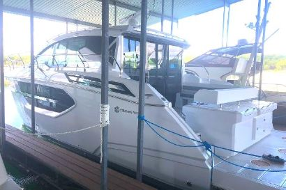 2021 46' Cruisers Yachts-46 Cantius Afton, OK, US
