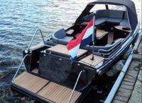 2021 Voorraad! Mooie zwarte ruime stabiele sloep 7,1 meter veel HPL teak, 20 pk Honda, Zwemplateu, 12V Voorraad 710