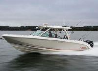 2022 Boston Whaler 320 Vantage