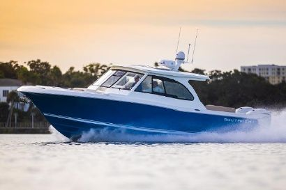 2022 33' Southport-33 DC Fort Lauderdale, FL, US