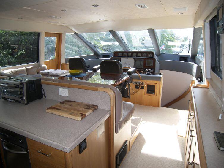 2000-65-pacific-mariner-motor-yacht