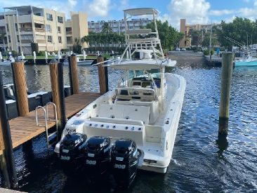 2014 37' Boston Whaler-370 Outrage Patchogue, NY, US