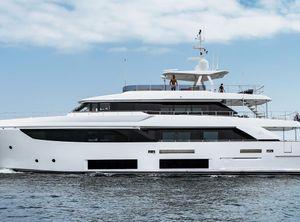 2018 Ferretti Yachts Custom Line Navetta 33