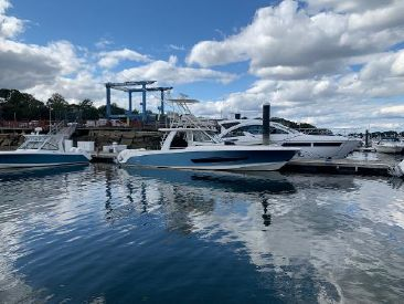 2018 42' Boston Whaler-420 Outrage Quincy, MA, US