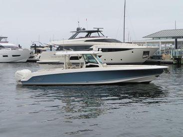 2019 38' Boston Whaler-380OR Newport, RI, US