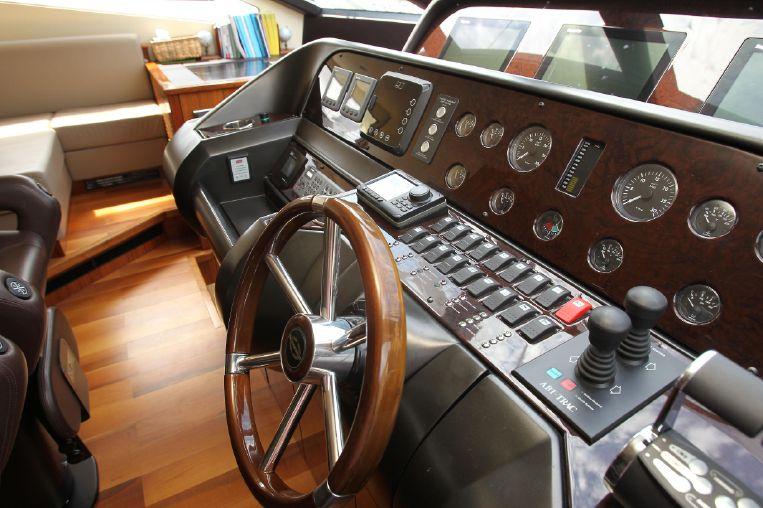 2010-80-2-sunseeker-80-yacht