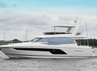 2022 Prestige 590 flybridge