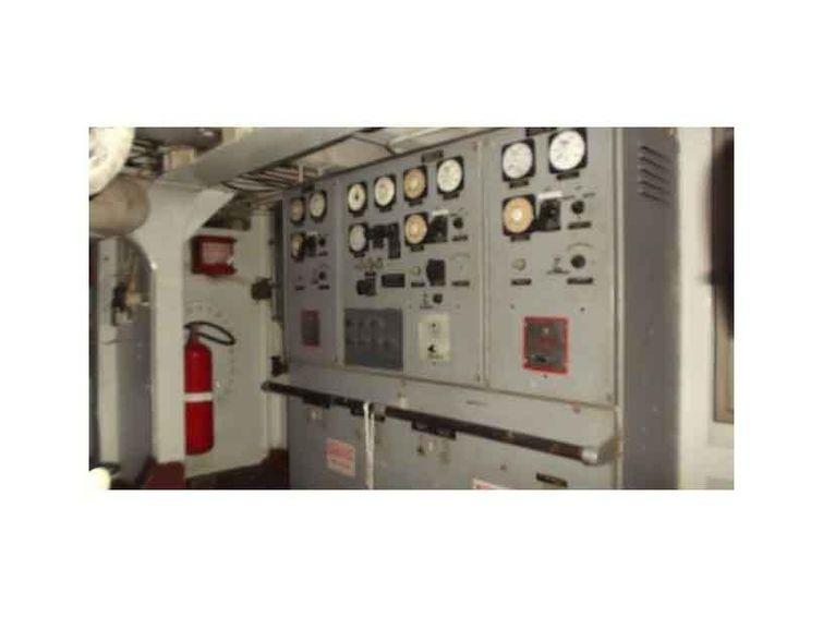 1975-135-commercial-landing-craft-amp-10-ton-crane