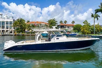 2017 40' Pursuit-408 Miami, FL, US