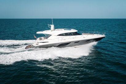 2015 60' Riviera-6000 SY Naples, FL, US