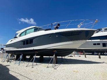 2017 45' Cruisers Yachts-45 Cantius Punta Gorda, FL, US