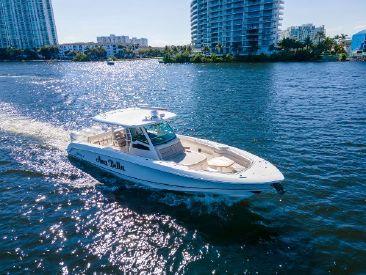 2019 38' Boston Whaler-OUTRAGE 380 Aventura, FL, US