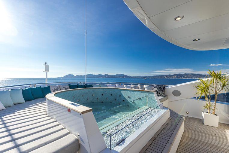 2020-131-6-sunseeker-131-yacht