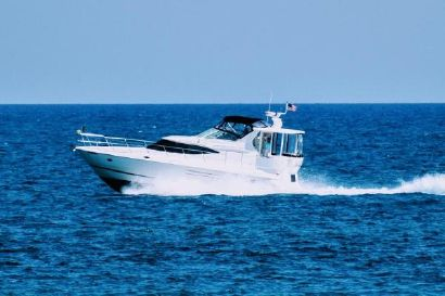 2000 44' Cruisers Yachts-4450 Express Motoryacht Port Huron, MI, US