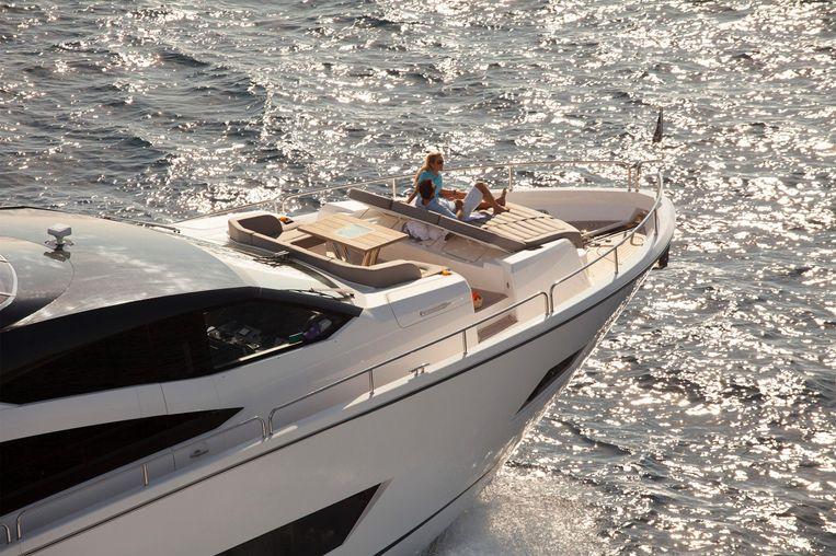 2016-86-3-sunseeker-86-yacht